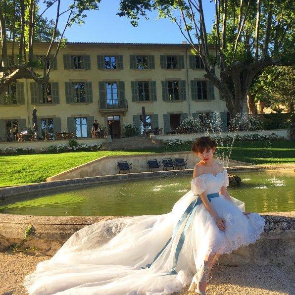 小嶋陽菜がウエディングドレスをプロデュース