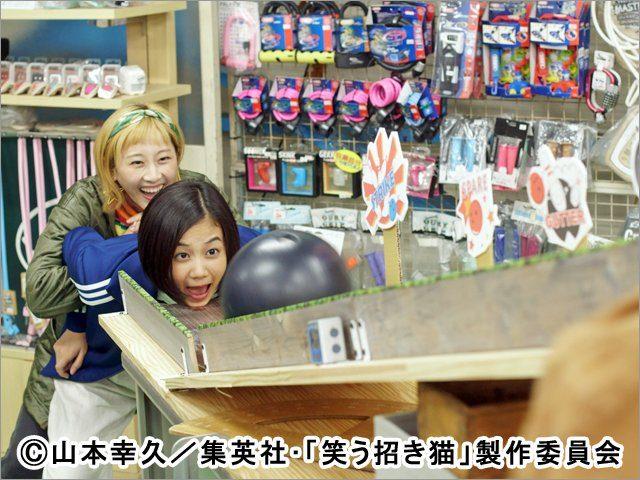 「笑う招き猫」第2話:ヒトミがボーリング球を頭で受け止める!? 主演:松井玲奈 [3/28 25:30~]