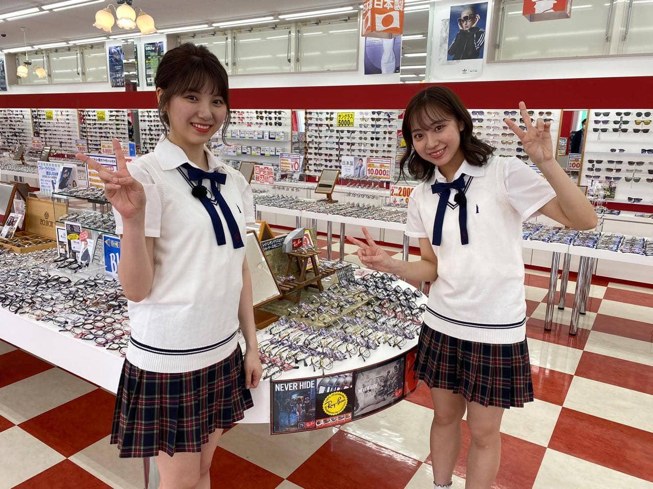 「SKE48は君と歌いたい」日高優月&菅原茉椰がメガネ赤札堂を訪ね店長の男性と出会う
