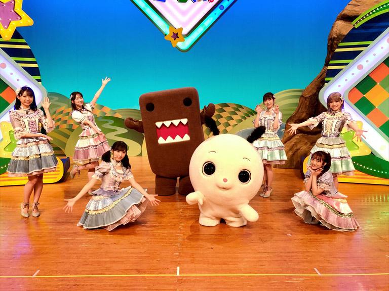 AKB48 岡田奈々・小栗有以・柏木由紀・向井地美音・山内瑞葵・横山由依が「みんなDEどーもくん」にゲスト出演!