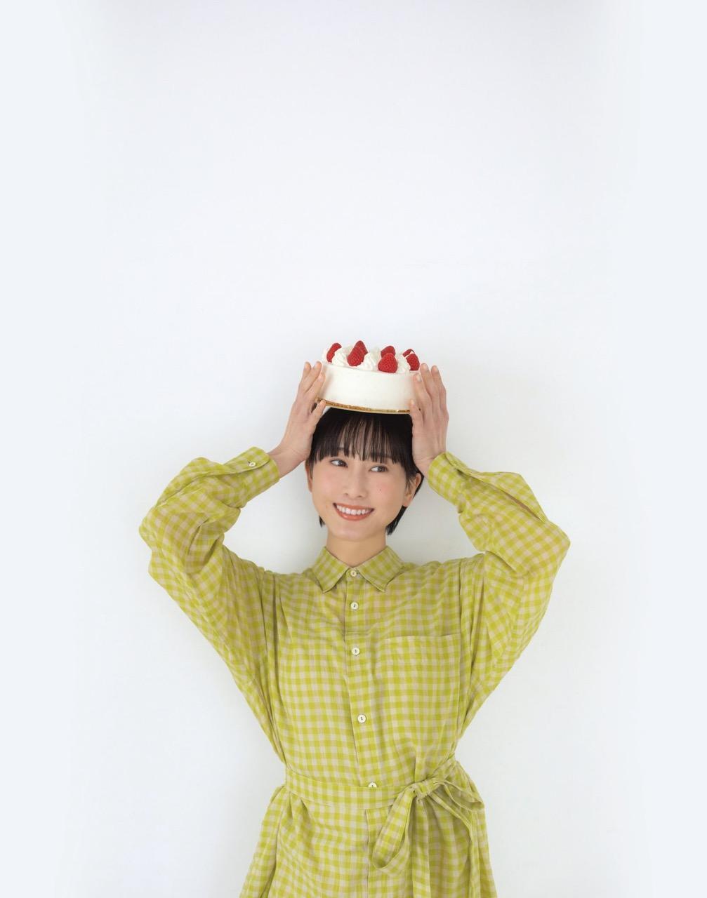 松井玲奈 初エッセイ集「ひみつのたべもの」4/20発売決定!【予約開始】