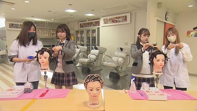 「ぎふナビ! / SKE48のおねだりギフト」北野瑠華&竹内彩姫が美容専門学校でおねだり!【ぎふチャン】