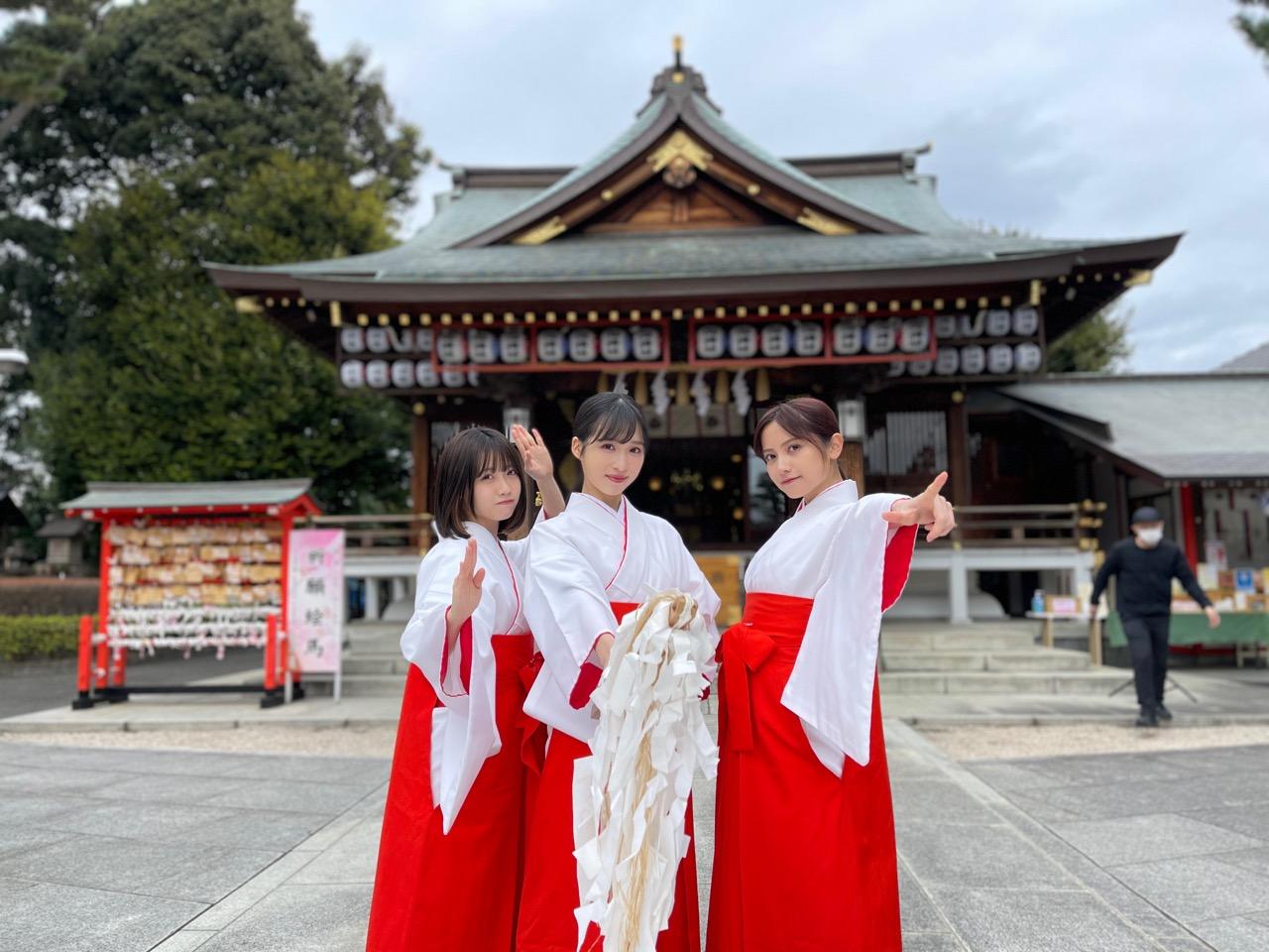 AKB48 小栗有以が「クイズ!THE違和感 2時間SP」に出演!3人の巫女が事件を解決!